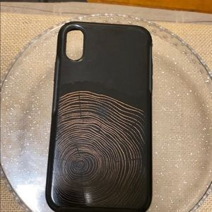 Gently used OTTER BOX iPhone 10XR Black w/ design